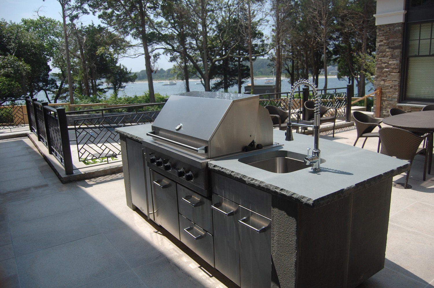 Portfolio DBLA Landscape Outdoor Kitchen at waterfront
